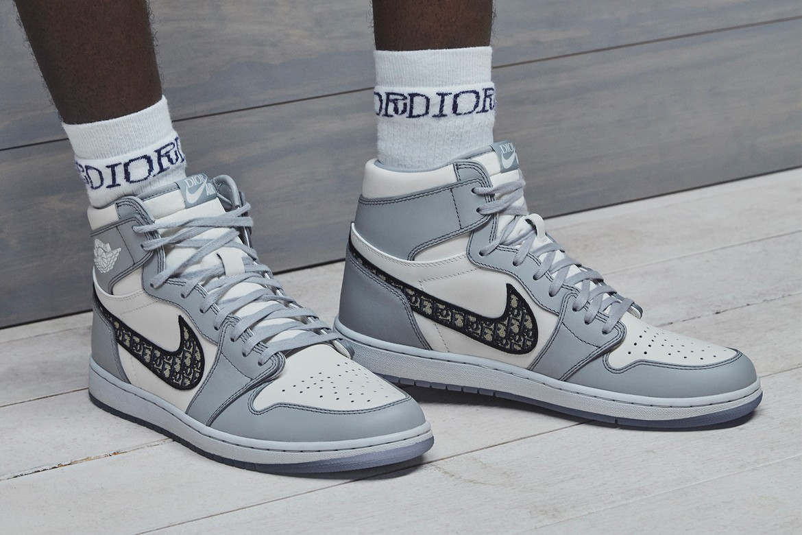 """Here's How They Made The Air Jordan 1 High OG """"Dior"""" - GQ Middle East"""