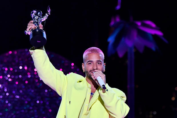 Maluma Designed The Neon Yellow Suit He Wore To The MTV VMAs Himself