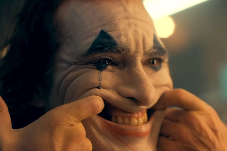 Todd Phillips Confirms Joaquin Phoenix's Twisted Joker Will Be An R-Rated Flick