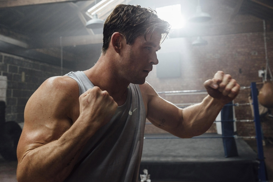The 20-Minute Hotel Room Workout Chris Hemsworth's Trainer Swears By