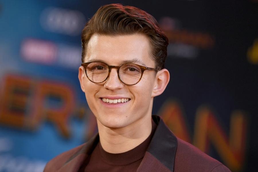 Tom Holland's Shaved Head Is Blowing Up Twitter