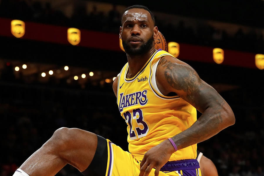 """LeBron James Apparently Has The """"Worst Diet Ever"""", Which Is Great News For Your Next Cheat Meal"""
