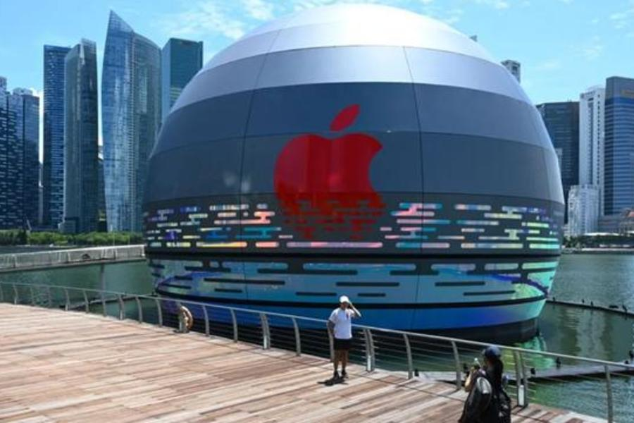 Take A Look At The World's First Floating Apple Store