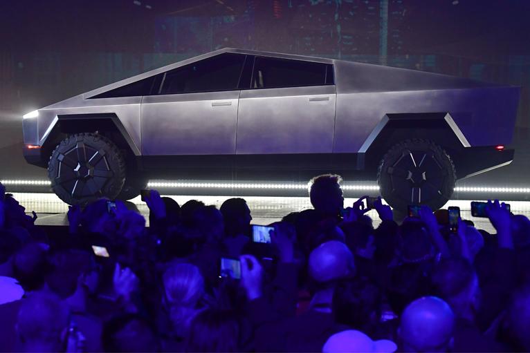 Tesla-Cybertruck-Dubai