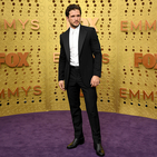 Kit Harington shows you how to wear an 'air tie' at the Emmys